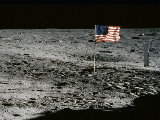 flag waving moon hoax