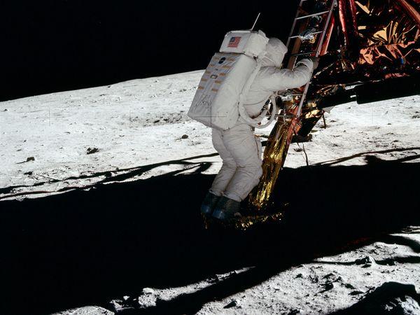 moon hoax strange light