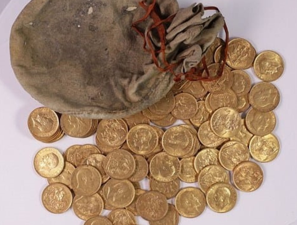 913 sovereigns found inside old piano