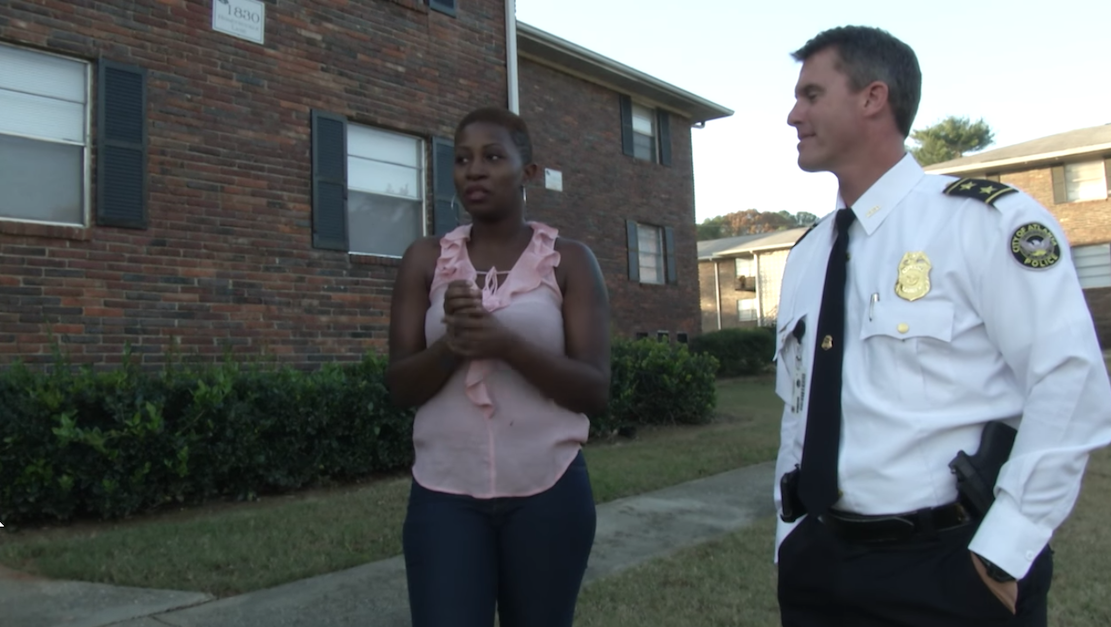 policeman finds mom living in car
