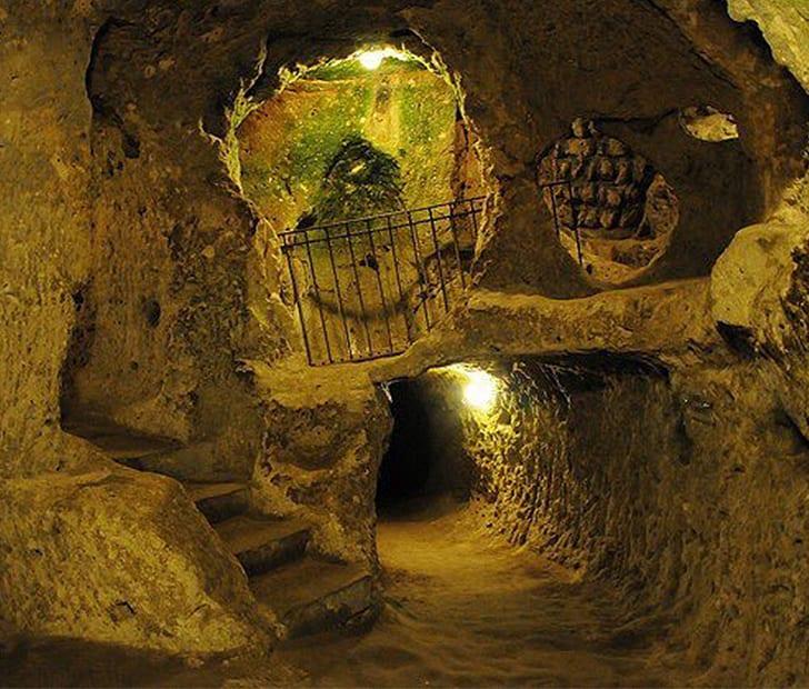 100 secret entrances to the underground cave