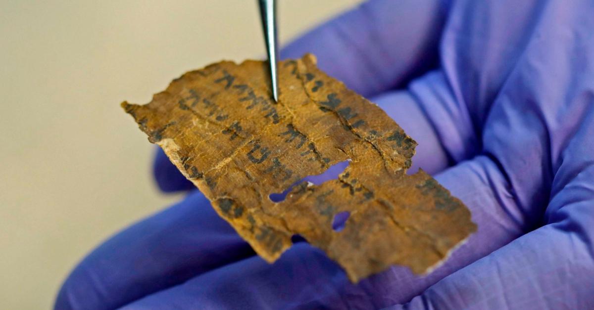AI Unlocks Ancient Dead Sea Scolls Mystery